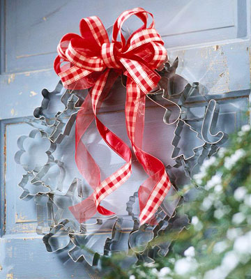 Top 10 Christmas Wreath Ideas - including this cookie cutter wreath! kellyelko.com