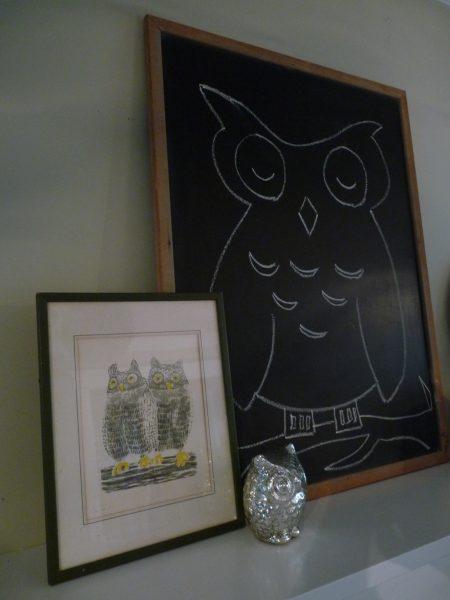 Owl mantel - love the art, chalkboard and figurine kellyelko.com #owl #owls #mantel #chalkboard #vintagedecor