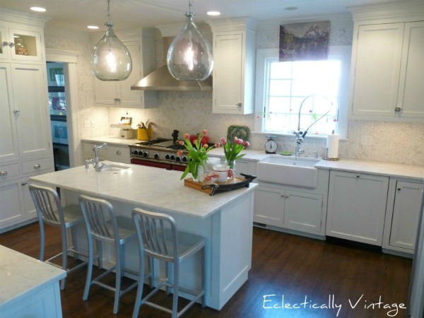 Gorgeous white farmhouse kitchen renovation for Farmhouse style kitchen lighting