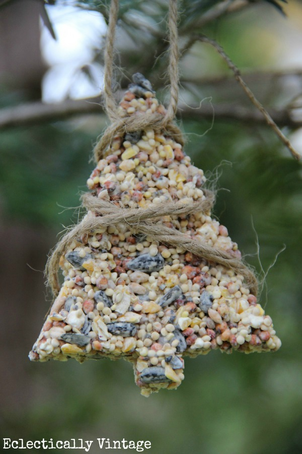 Birdseed ornaments recipe - the birds will flock to your yard!  kellyelko.com