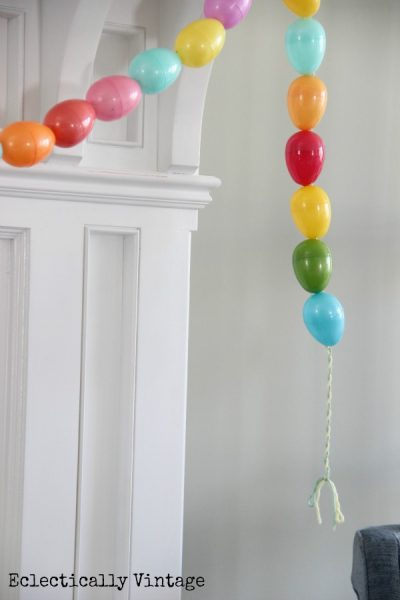 Make an egg garland - what a fun Easter craft with the kids! kellyelko.com #spring #springcrafts #easter #eastercrafts #kidscrafts #crafting #crafts #diyideas #diyprojects #springmantel #springdecor