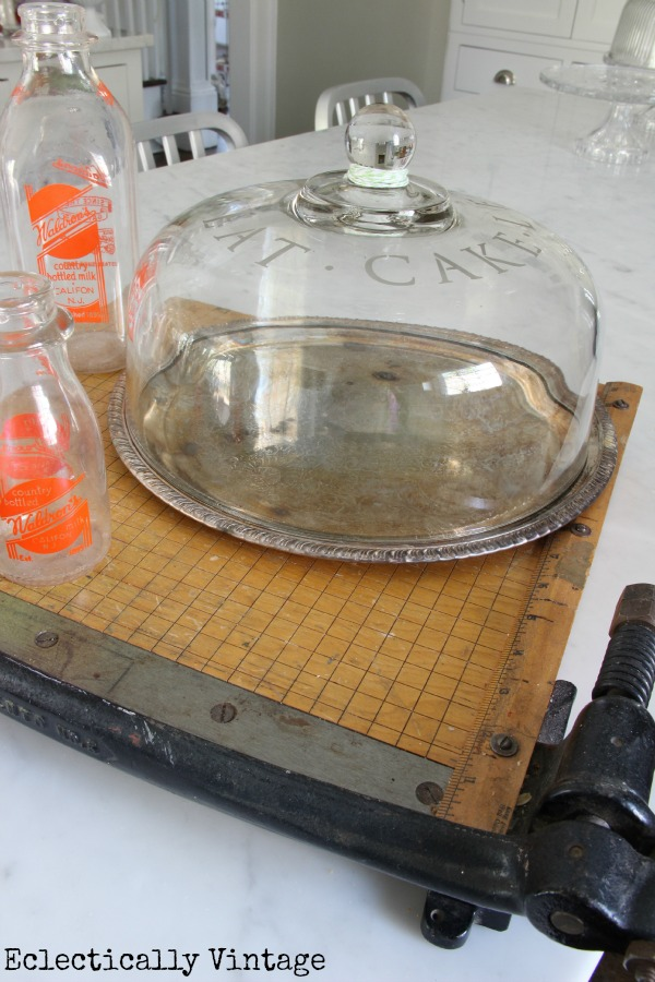 How to etch glass - DIY etched glass cake cover - so simple and great gifts!  kellyelko.com
