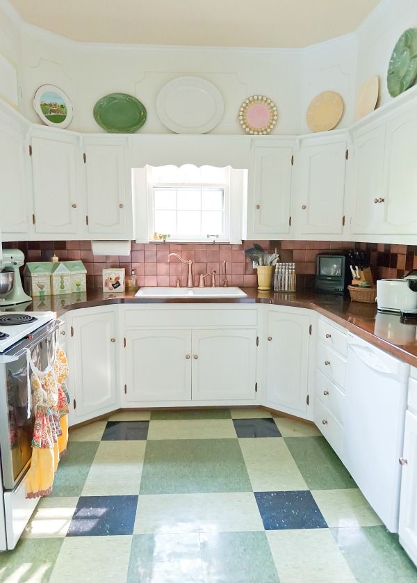 Eclectic house tour the decorologist - Retro flooring kitchen ...