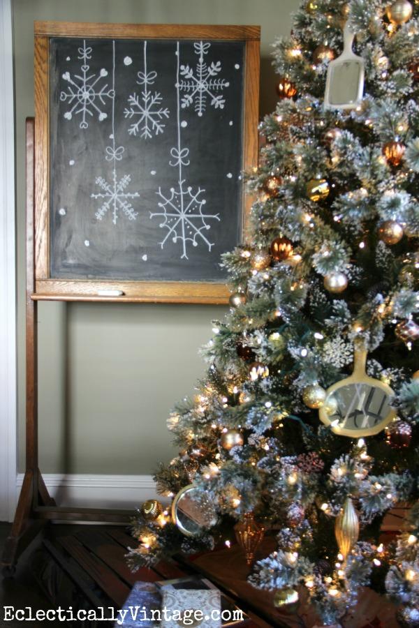 Creative Christmas Chalkboards kellyelko.com #christmasdecor #christmasart #snowflakes #chalkart #christmaschalkboard #christmastree #vintagechristmas #kellyelko