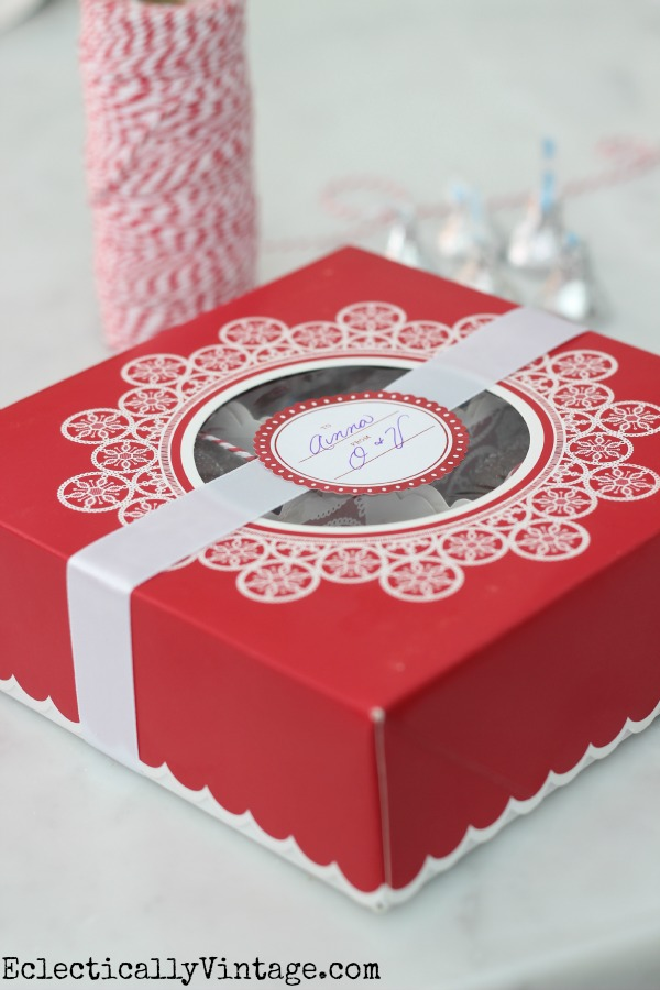 Very cute treat packaging for all of your holiday baking kellyelko.com