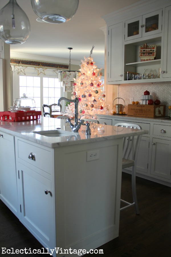 White Christmas Kitchen - part of this gorgeous home tour kellyelko.com