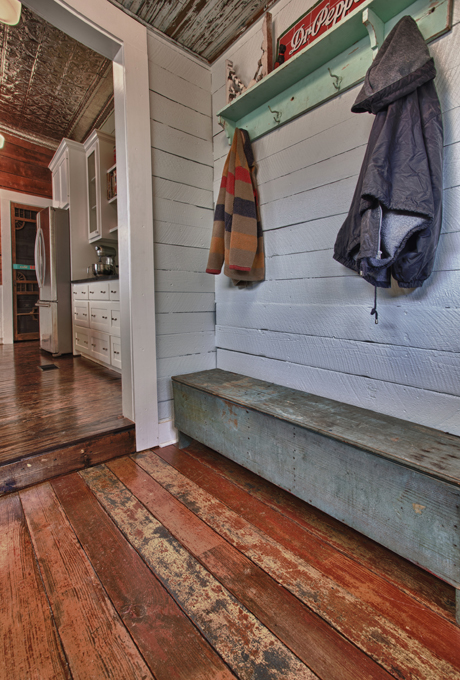Charming farmhouse mudroom