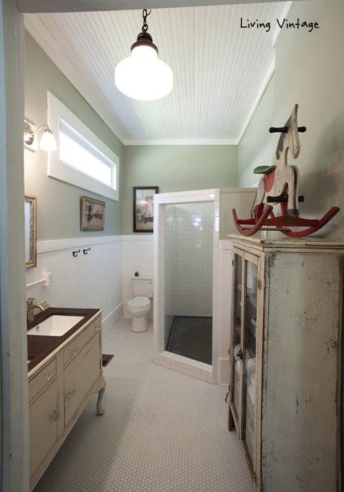 Vintage bathroom - love the charming details
