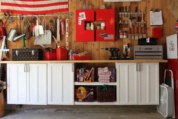 Love this garage storage - so organized! kellyelko.com