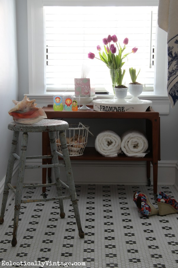 Decorating with kleenex style for Spring bathroom decor
