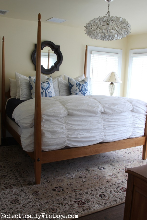 How to Dress a Bed - great tips and tricks!  kellyelko.com