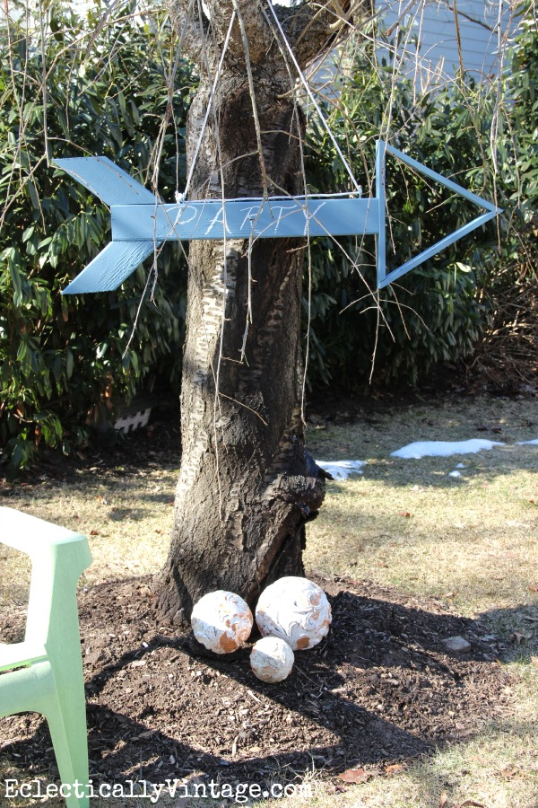 Make a wooden arrow sign - perfect for parties! kellyelko.com