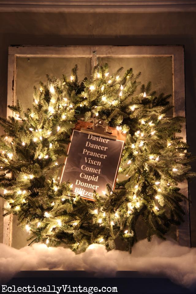 Christmas Wreath Decorating Ideas - see this wreath 3 different ways! kellyelko.com #christmas #christmaswreath #diychristmas #vintagechristmas #christmasdecor #thriftedchristmas #christmasprintable
