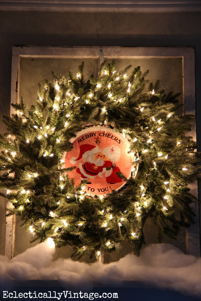 Christmas Wreath Decorating Ideas - love this vintage platter in the center of the wreath! kellyelko.com #wreath #vintagewreath #vintagechristmas #diychristmasdecor