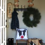 Christmas mudroom kellyelko.com