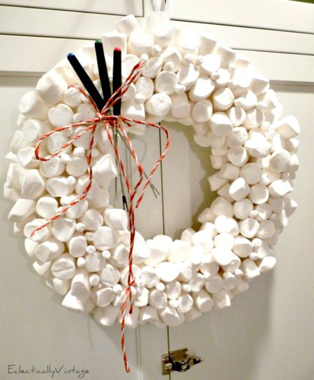 Make this Marshmallow Wreath for Christmas kellyelko.com