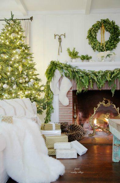 Beautiful traditional Christmas mantel kellyelko.com