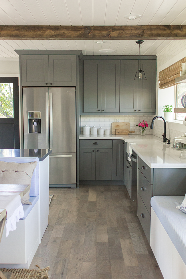 I can't believe this is a budget kitchen reno - absolutely amazing DIY that looks like they spent a ton kellyelko.com