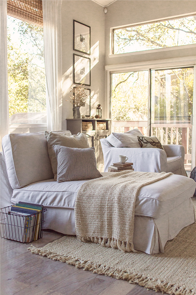Cozy reading nook with tons of natural light - you have to see this home tour kellyelko.com