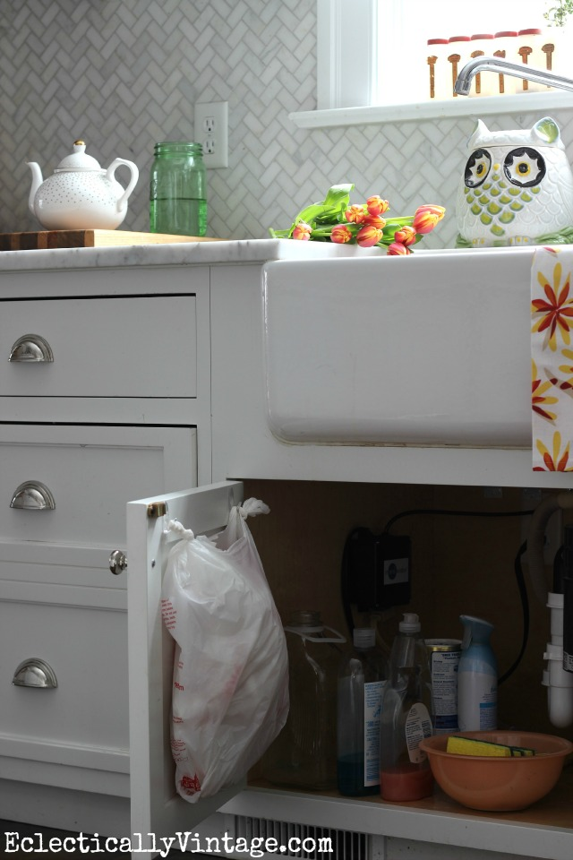 Get those plastic bags organized under the kitchen sink kellyelko.com #DamageFreeDIY