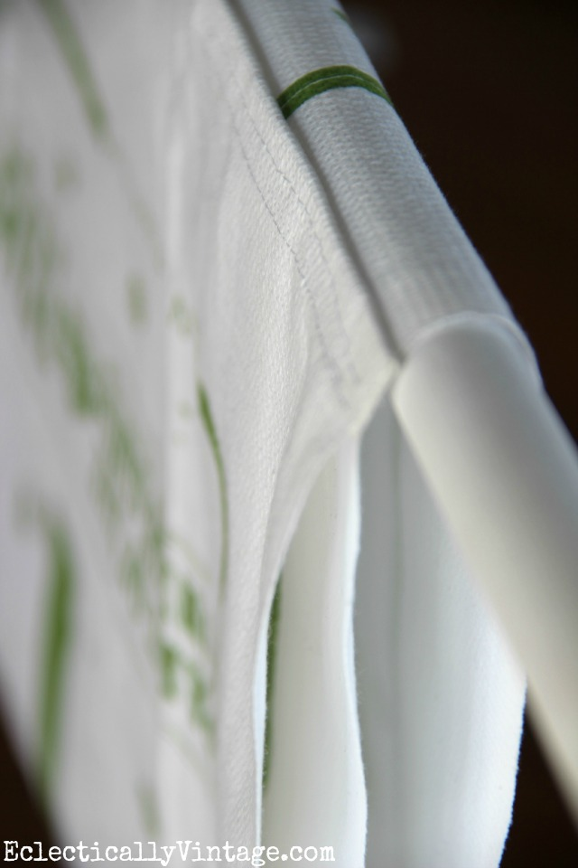 This is such a great idea - turn a dish towel into a window valance - see how! kellyelko.com