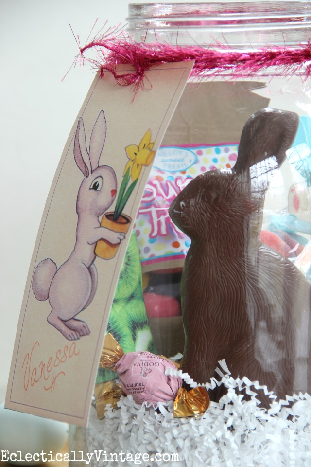 How cute is this FREE Easter Bunny Gift Tag printable! Perfect for an Easter jar or basket kellyelko.com