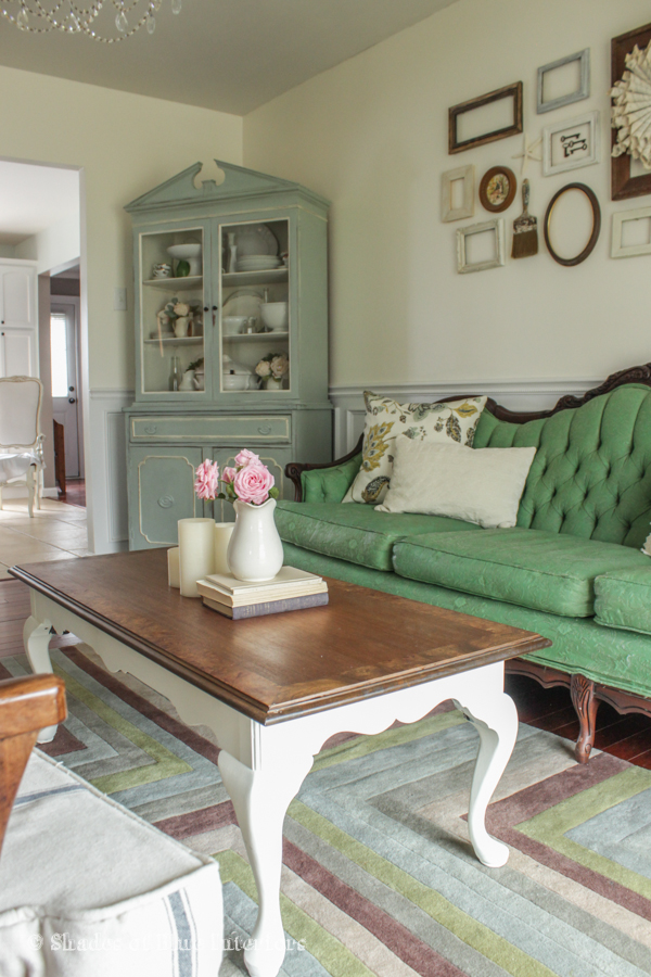 Love the mix of old and new in this eclectic living room kellyelko.com