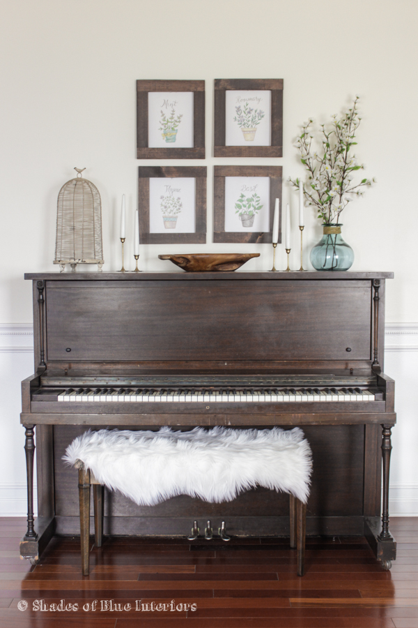 Love this old piano and the display around it kellyelko.com