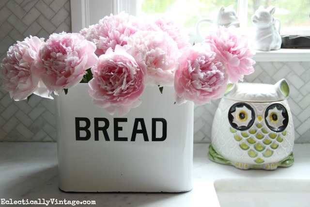 Love this gorgeous pink peony arrangement in a bread box! Check out her great tips for growing peonies kellyelko.com