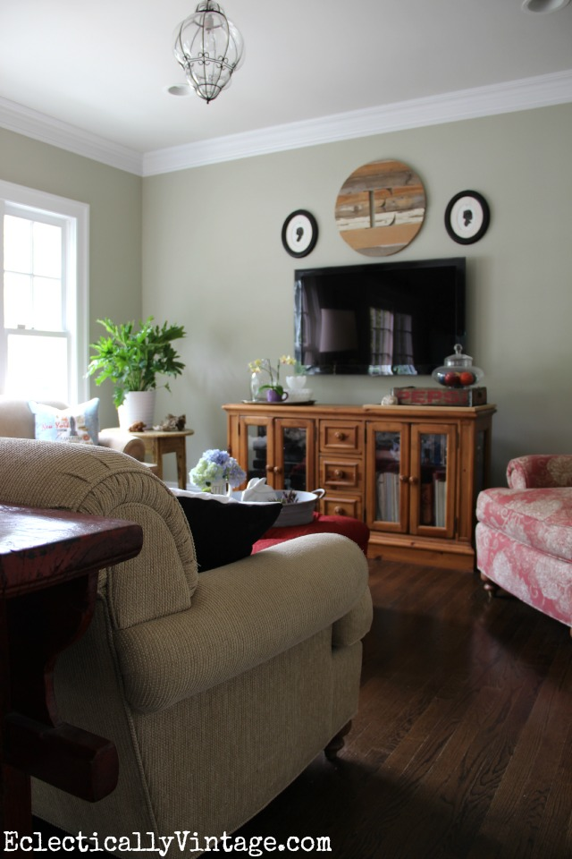 Before small family room - wait until you see the after! kellyelko.com #beforeandafter #familyroom