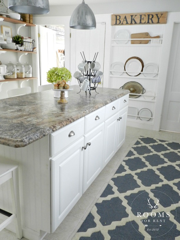Love this beautiful kitchen and plate wall of Rooms for Rent blog kellyelko.com