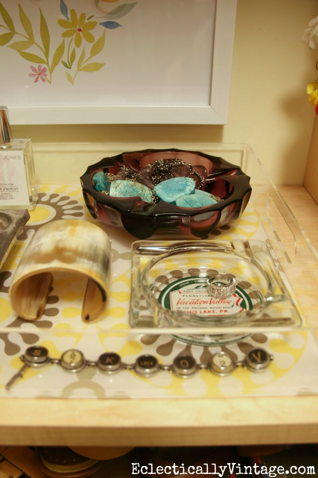Love how she displays her jewelry in vintage ashtrays kellyelko.com