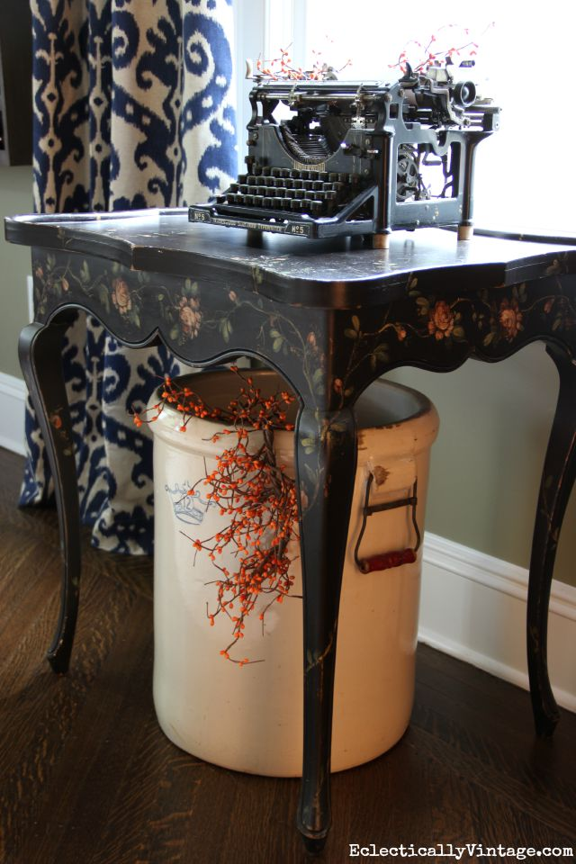 Love this antique typewriter and crock decorated with orange berries for fall kellyelko.com