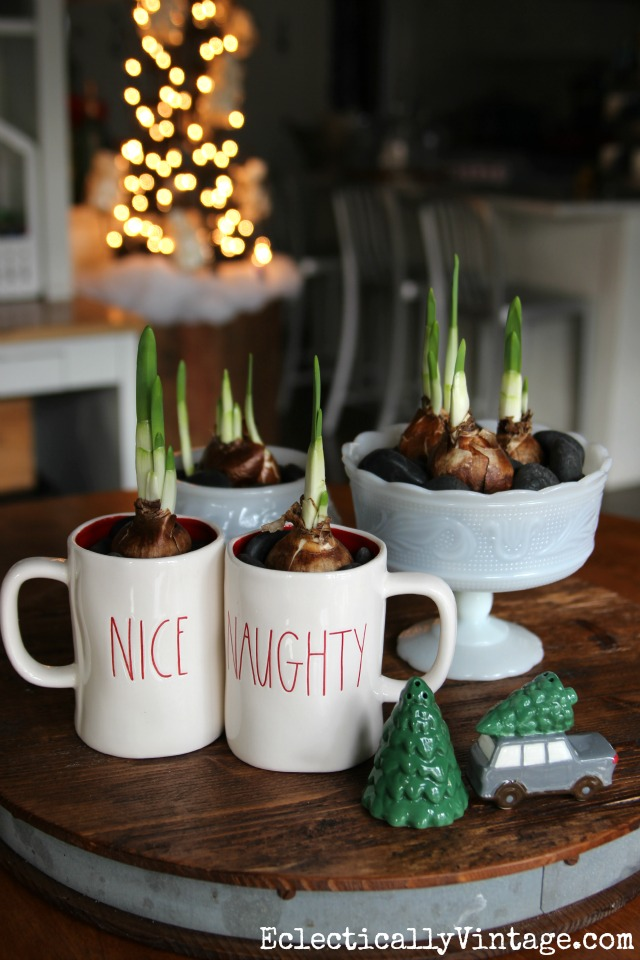 Force Christmas bulbs for a fun and easy centerpiece kellyelko.com