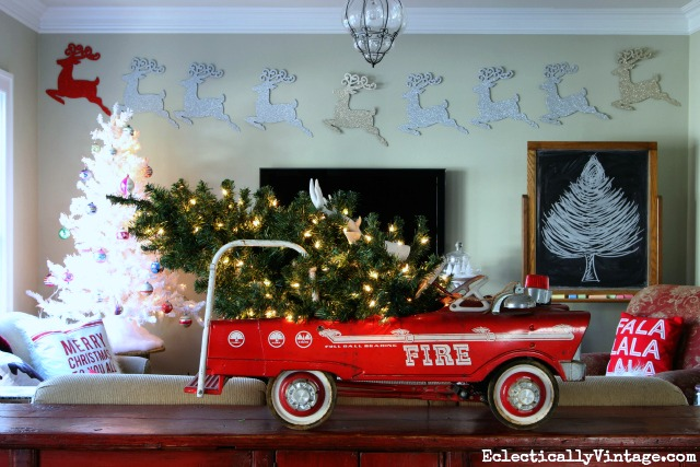 Christmas-truck-tree-decor-2