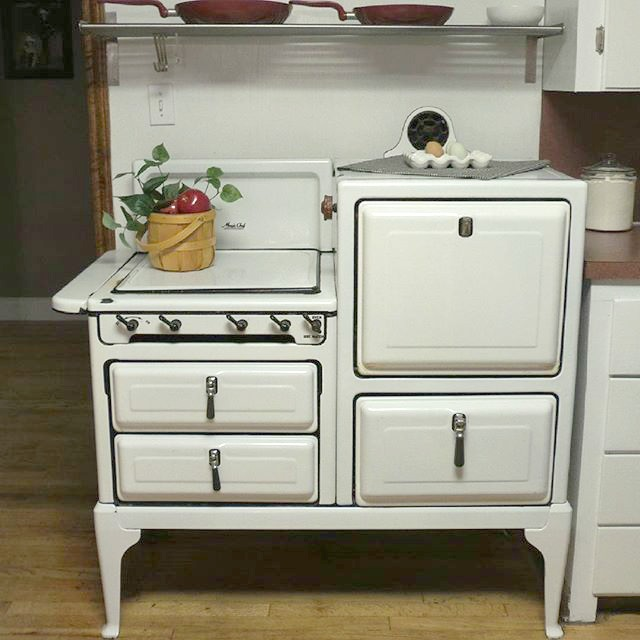 Love this vintage stove