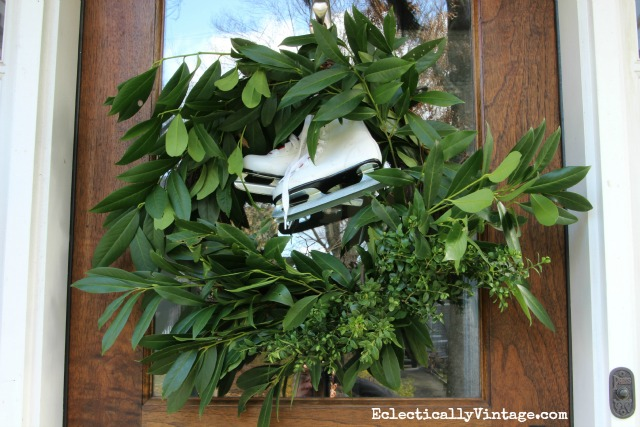 DIY fresh greens wreath - see the easiest way to make one with free clippings from the yard kellyelko.com