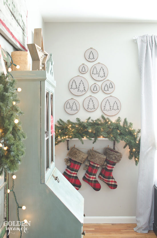 Creative Christmas decorating ideas - love the embroidery hoop forrest