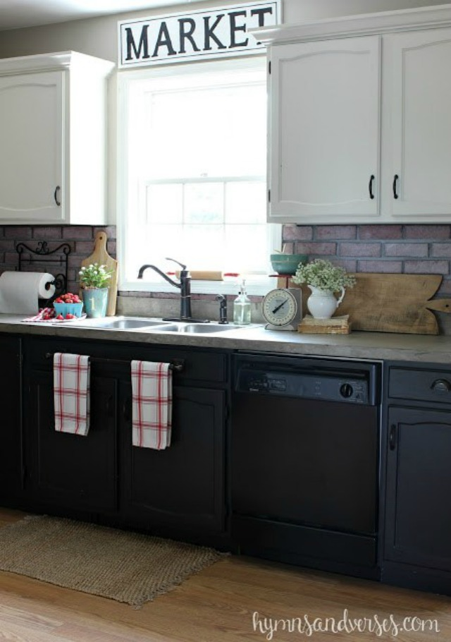 Love the dark lower cabinets with white upper cabinets kellyelko.com