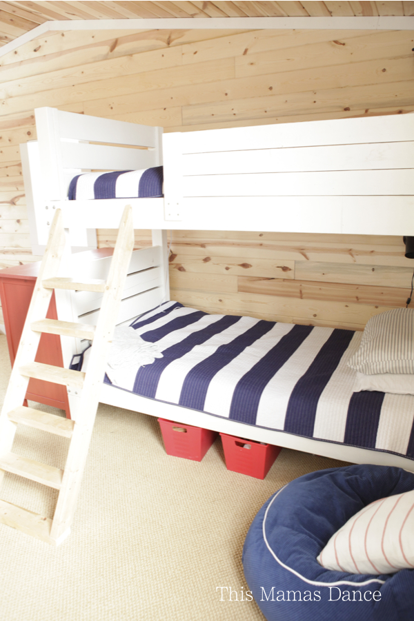 DIY bunk beds in this rustic kids bedroom kellyelko.com