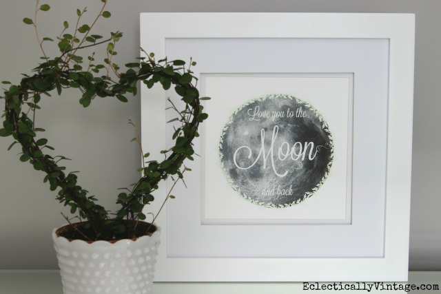Love you to the Moon and Back Free Printable! Perfect in a nursery kellyelko.com