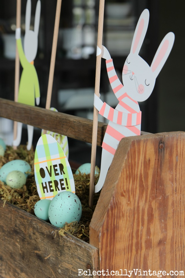 Love this Easter bunny centerpiece in an old wood toolbox - see how to make your own kellyelko.com