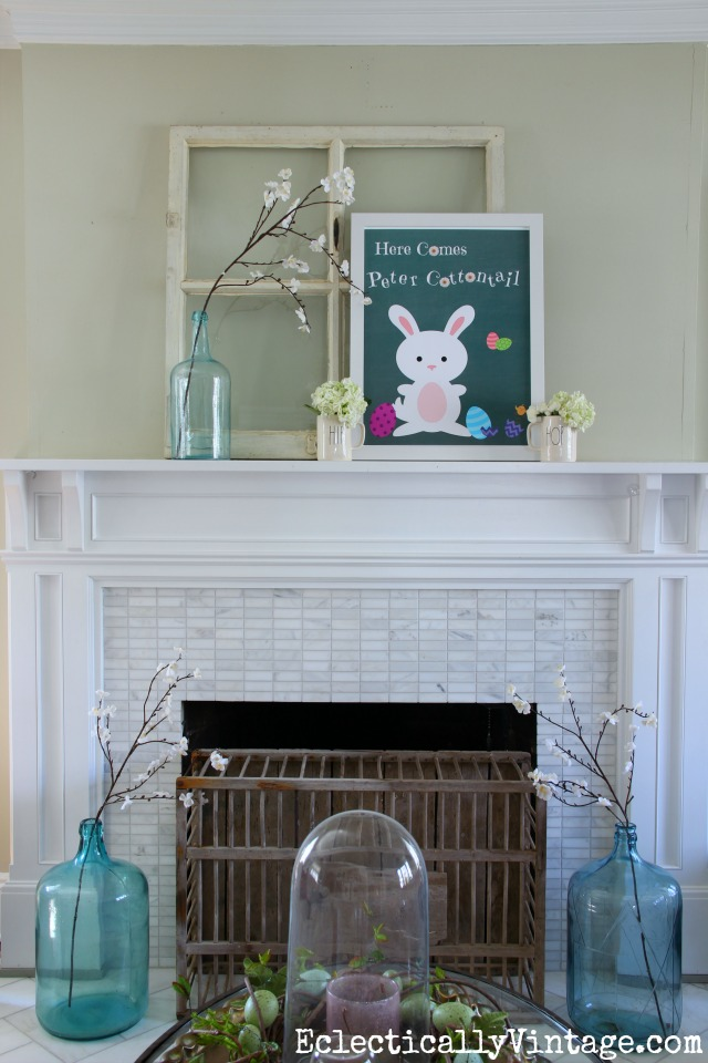 Love this spring mantel and the FREE Peter Cottontail Easter printable! kellyelko.com