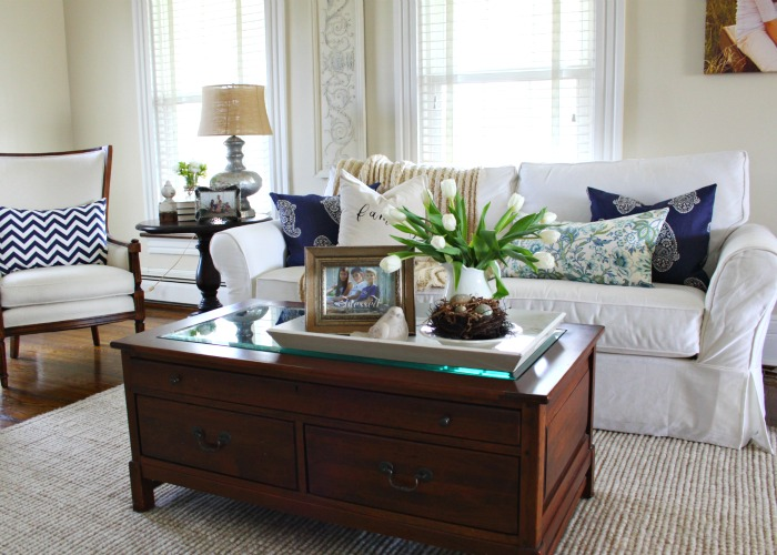 Blue and white living room kellyelko.com