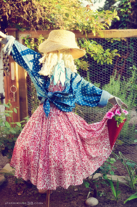 Scarecrow - she's so cute! kellyelko.com