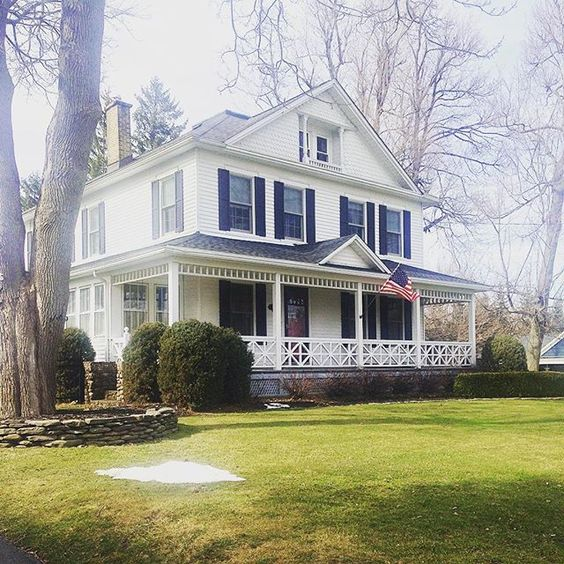 Eclectic home tour of this classic farmhouse kellyelko.com