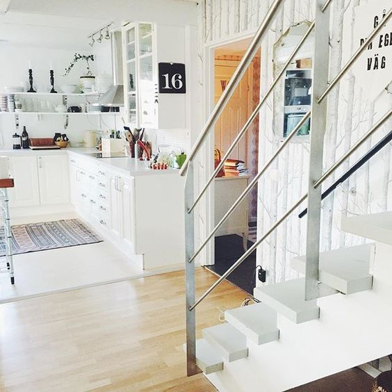 Love this open and airy home tour and the functional white kitchen kellyelko.com