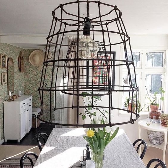 How amazing are these huge wire chandeliers! kellyelko.com