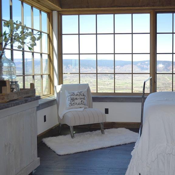 Gorgeous mountain views in this Colorado farmhouse kellyelko.com