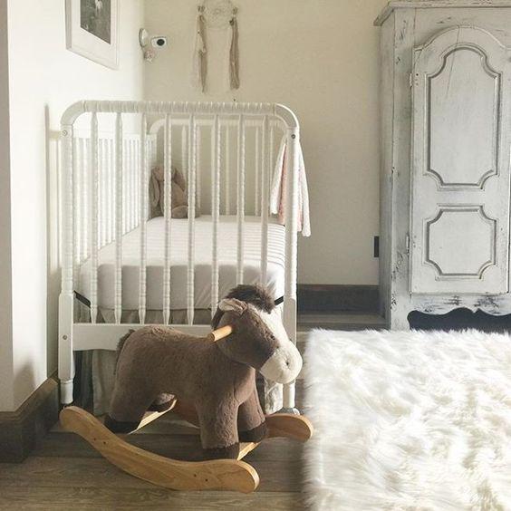 Love the flokati rug in this neutral nursery kellyelko.com